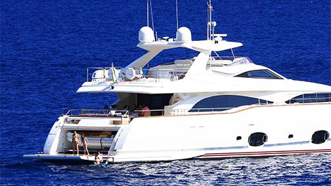 Schwenkmotoren der Serie HDZ im Yachtbau